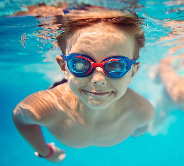Cursuri de înot pentru copii și adulți la școala Atack Team